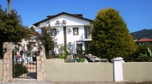VILLA IN SMALL COMPLEX DS1311